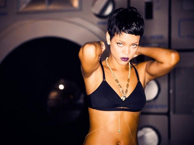 Rihanna konserinin biletleri tükendi!