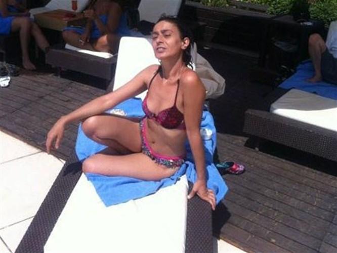 Yıldız Tilbe bikiniyle sere serpe!