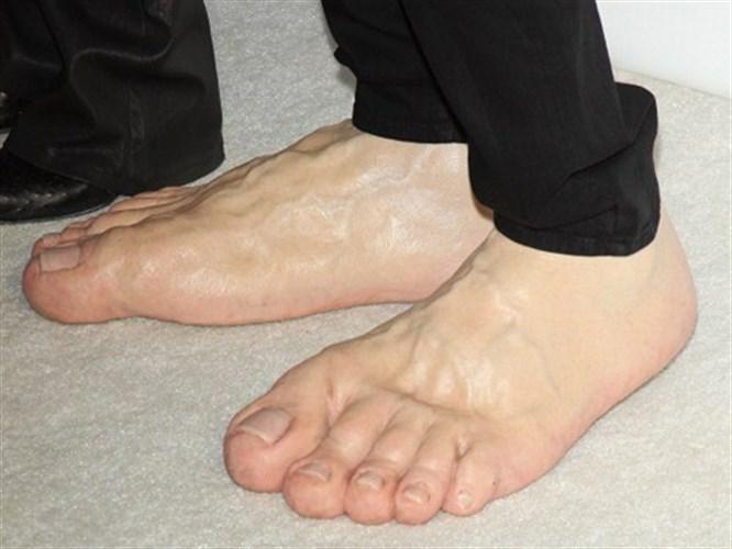 Jim Carrey ayaklarıyla güldürdü