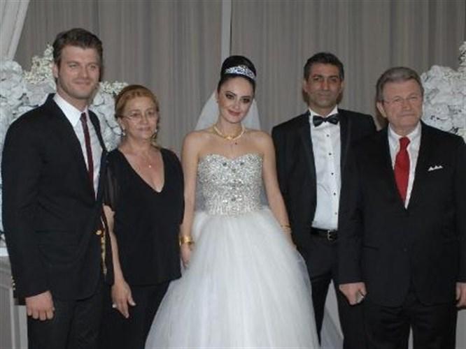 Kıvanç Tatlıtuğ'un ağabeyi evlendi