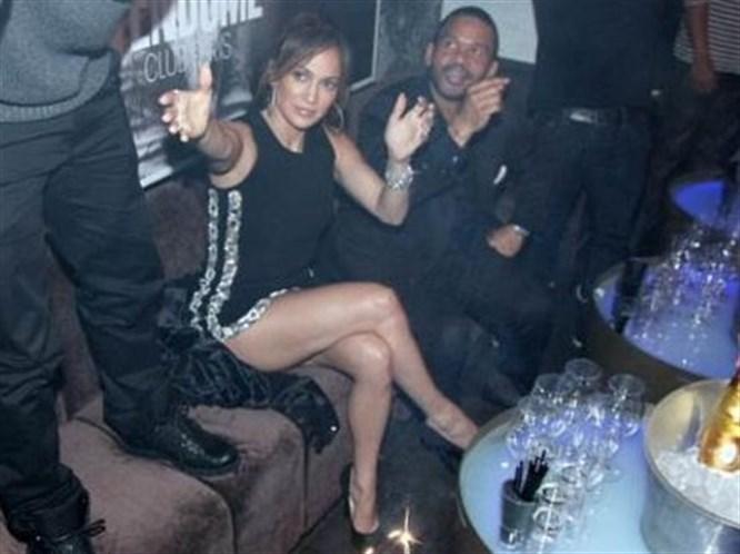 Jennifer Lopez bacak şov!