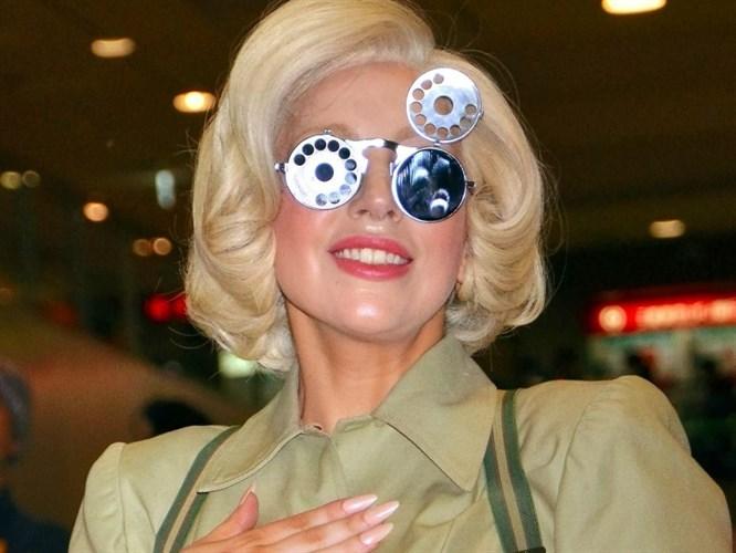 Lady Gaga bildiğiniz gibi