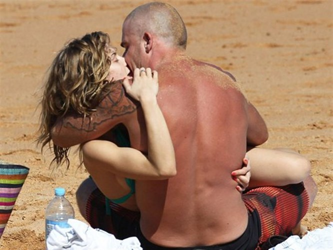 Plajda aşk gösterisi