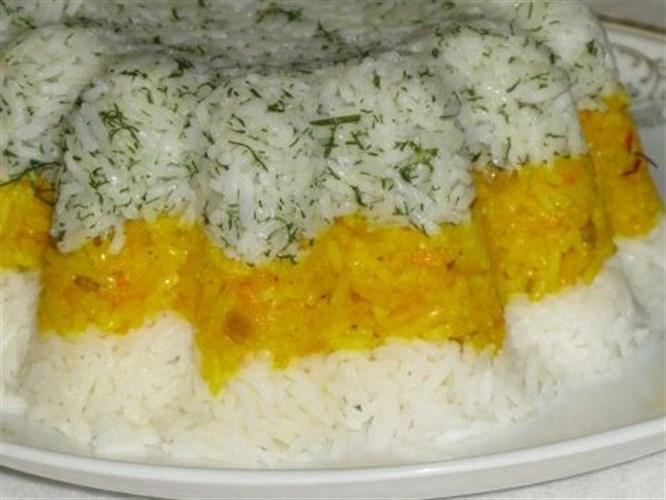Kek kalıbında renkli pilav