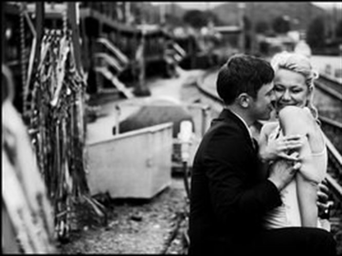 Aşıkmış gibi davranmak gerçek aşka sebep oluyor!