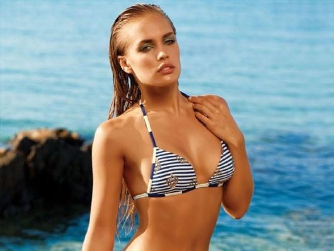 Rus model Ester Evans'tan seksi bikini tanıtımı!