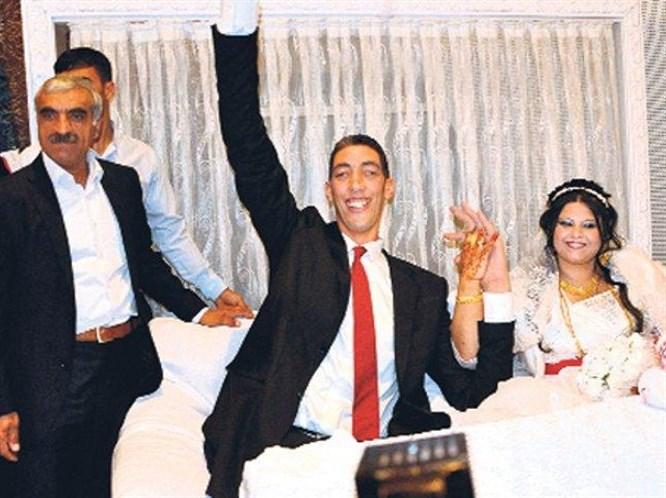 Dev adam evlendi