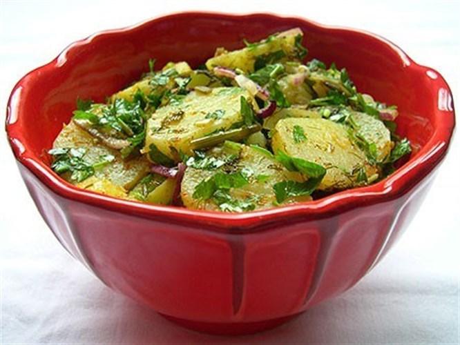 Bulyonlu patates salatası
