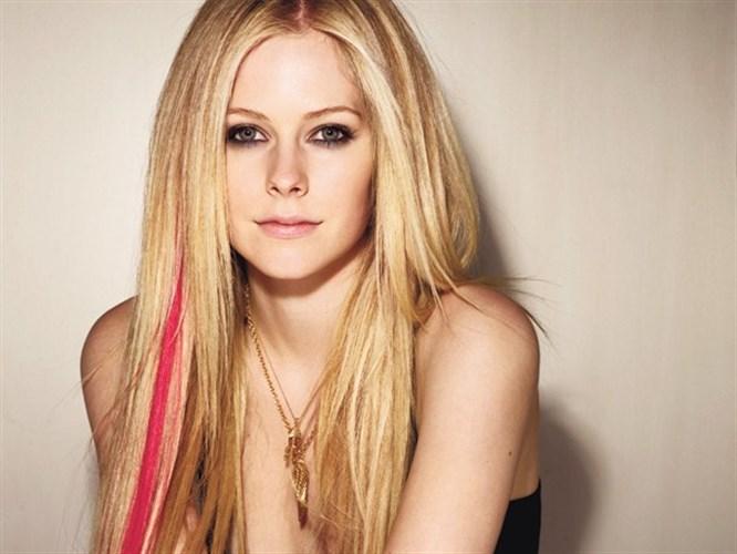 Avril Lavigne evleniyor