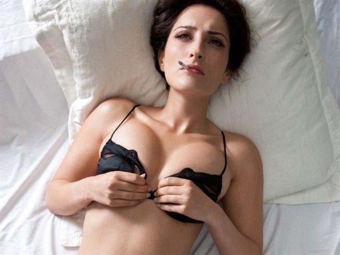 Aylin'in Playboy fotoğrafları internete düştü