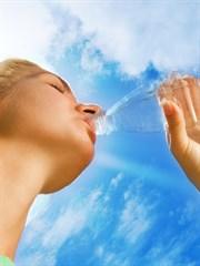 Günde 2 Litre Su İçmek Gerçekten Faydalı mı?