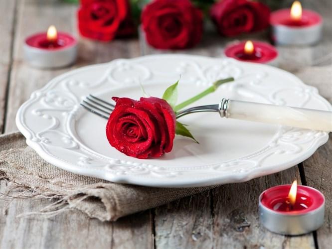 7 Adımda Sevgiliye Özel Romantik Sofra Nasıl Hazırlanır?