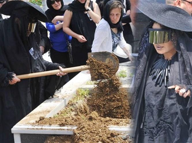 Bülent Ersoy'un Cenaze Kıyafeti Olay Oldu!