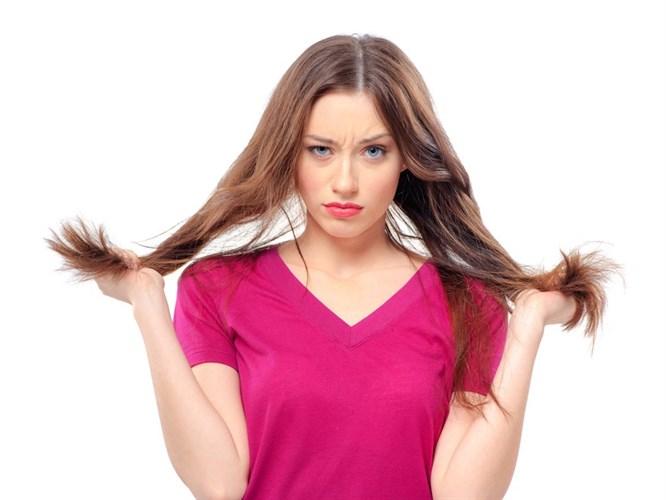 Kadınlarda Saç Dökülmesi Neden Olur? (Video)