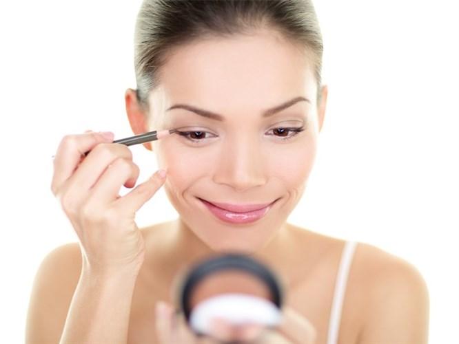 Göz Sağlığınız İçin Eyeliner Kullanımı İpuçları