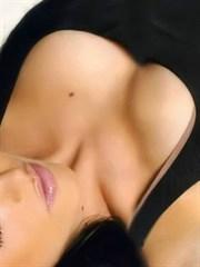 Dolgun ve Güzel Göğüslerin Verdiği Cazibe