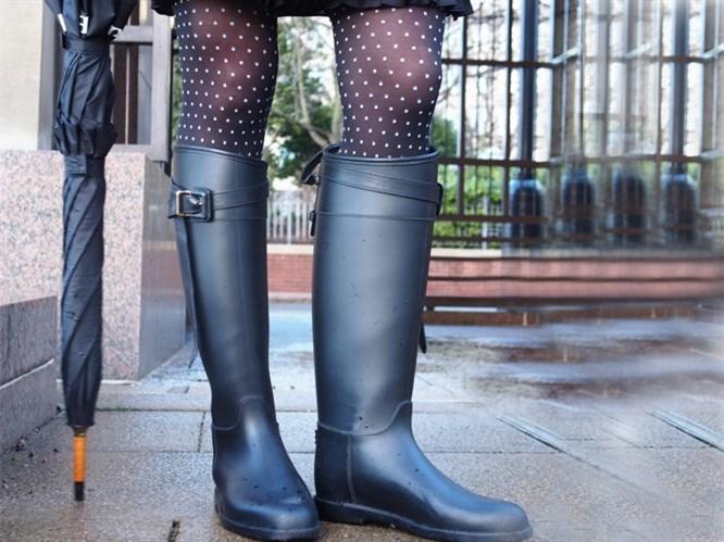Yağmur Çizmeleri ile 7 Stil Önerisi