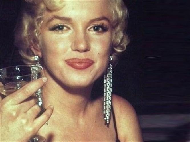 Marilyn Monroe'nun Estetik Dosyası