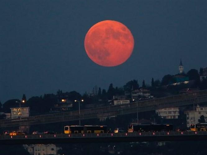 'Süper Ay' Tutulması Burçları Nasıl Etkiledi?