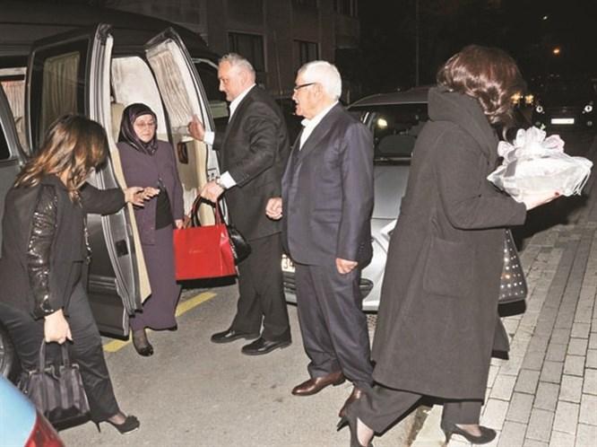 Kenan İmirzalıoğlu Ve Sinem Kobal Nişanlandı