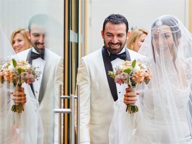 Burcu Kara ve Fırat Parlak Belçika'da Evlendi