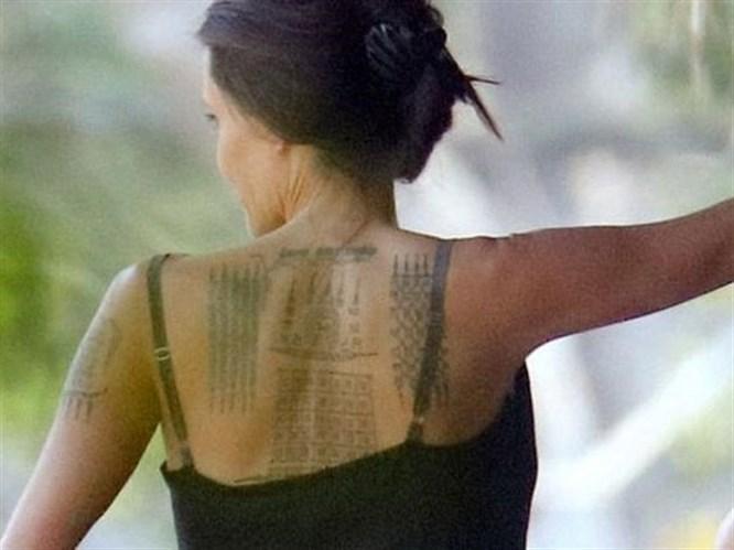 Angelina Jolie'nin Dövme Merakı