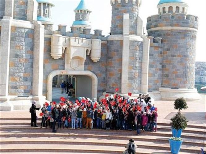 1000 Suriyeli Çocukla Vialand Macerası