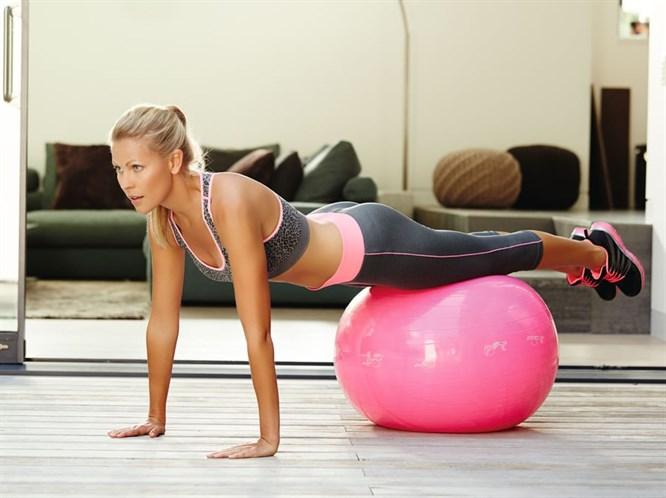 Hafta Sonu Evde Çaktırmadan Egzersiz Yapabilirsiniz!