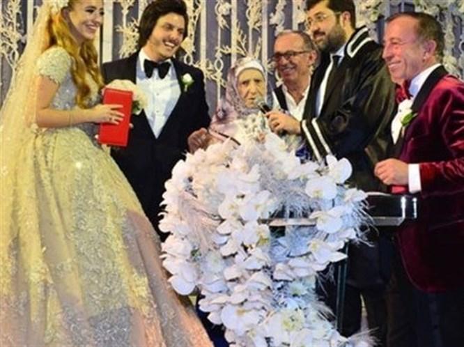 Ali Ağaoğlu'ndan Bir Düğün Daha!