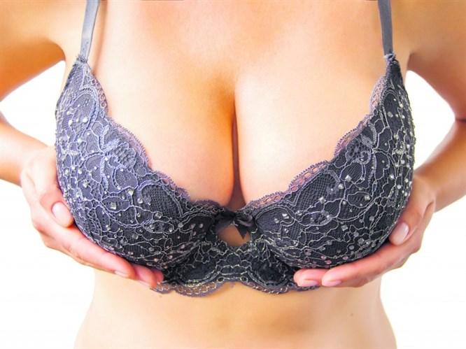 Aşırı Büyük Göğüsler Yaşam Kalitesini Düşürüyor!