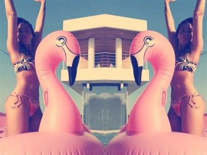 Hadise'nin Bikinili Pozu Olay Oldu!
