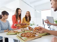 Masa Başı Tüketilen Gıdalar Kilo Olarak Geri Dönüyor!