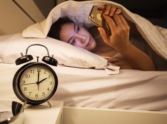 Cep Telefonunuzu Geceleri Kullanmamanız İçin 3 Sebep
