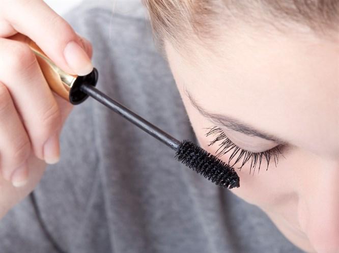 Kozmetik Ürünler Göz Alerjilerini Tetikliyor