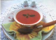 Makarna ve Fesleğenli Domates Çorbası